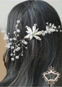 Гребенче-аксесоар за коса с пусната коса