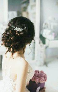 Нежно гребенче за коса с перли в пусната коса