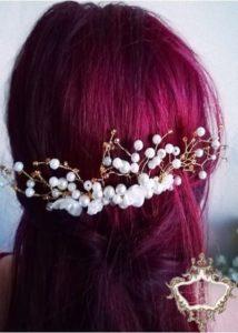 Красив дизайнрски булчински гребен-аксесоар за коса с перли и бижутерска тел в златно