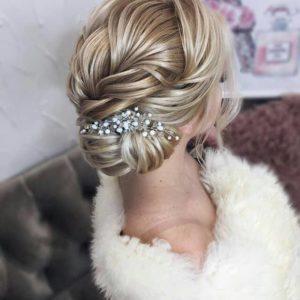 Красиво кристално гребенче за коса в кок