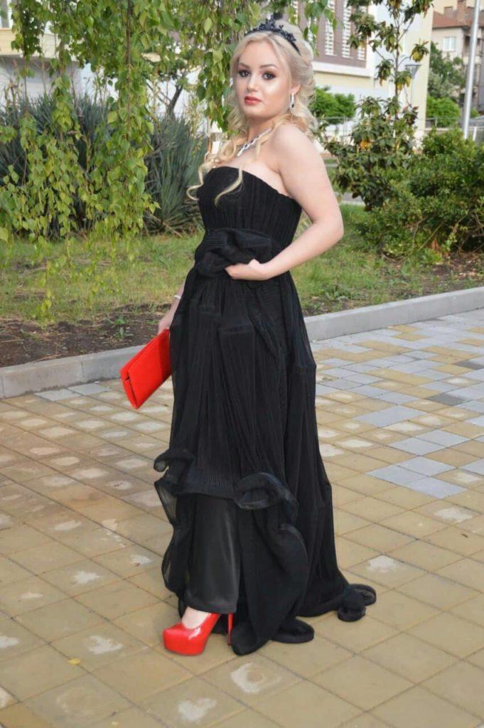 Елегантна дизайнерска корона за коса в черно